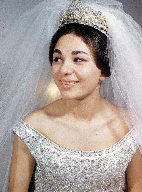 L'ultima moglie del sovrano. Farah Diba, meno bella di Soraya, meno triste di Soraya.