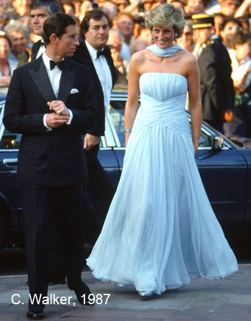 5. 1987-diana-and-charles-dress-catherine-walker venduto It was sold for over 80k at an LA auction in 2011.