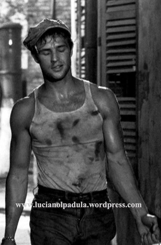 marlon brando moda storia costume film cinema undershirt film movie gay sex symbol james dean Un tram che si chiama Desiderio A Streetcar named Desire macho canottiera blog blogger