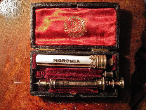 morphine history of drug droga belle eopque 1800 victorian 1890 1900 blog fashion moda blogger storia tools