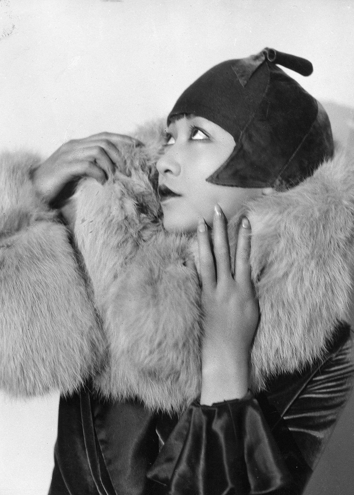 Anna May Wong -1929 photo by Paul Tanqueray cloche fur