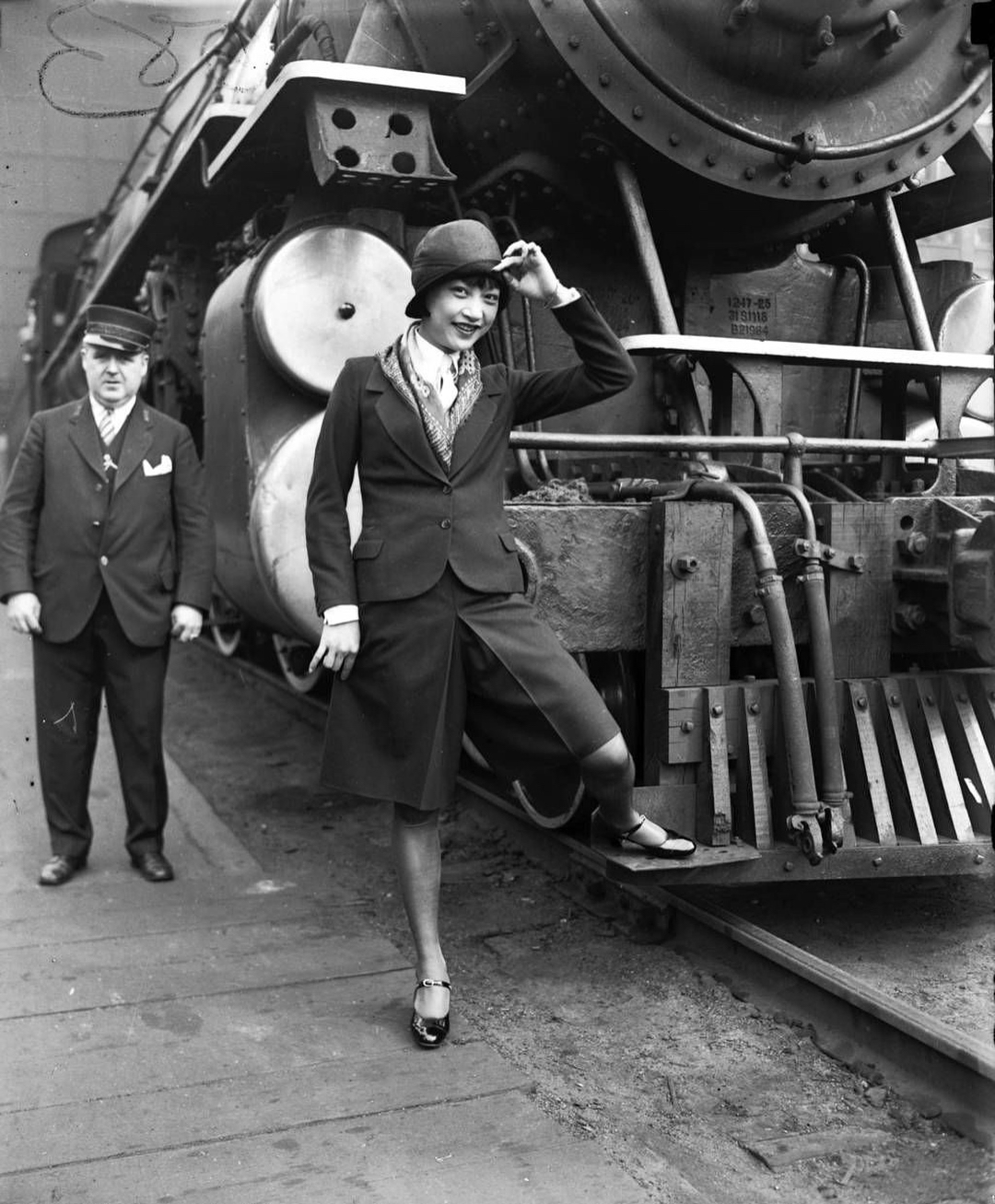 Here is Anna May Wong visiting Chicago 20s china fashion 1920s history chinese women
