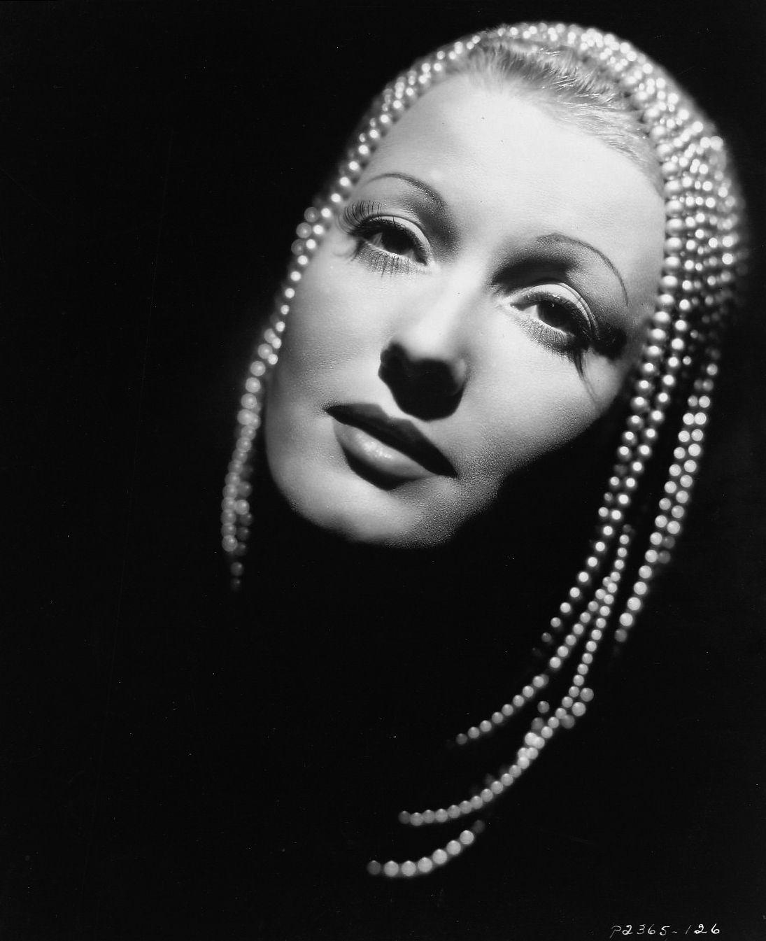 isa miranda vera bergman creepy vintage photography 30s 40s fashion hisotry italian fascist divas the lux on actress