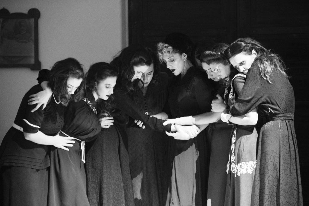 concentration camp women wwii 40s cinema moda sotto le bombe teatro