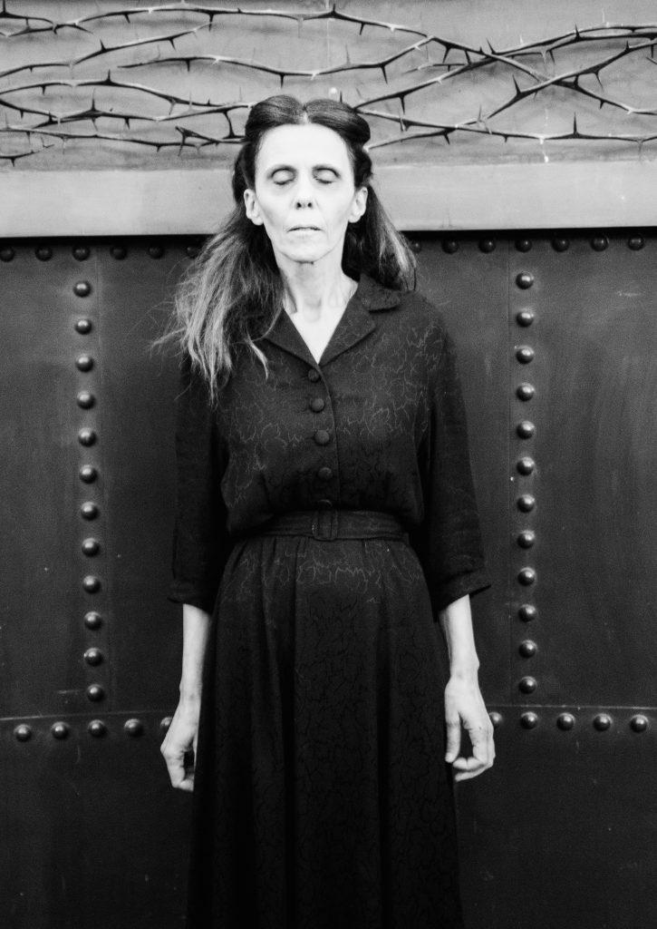 moda sotto le bombe teatro 40s war women death creepy woman dress fashion cinema lerario lapadula