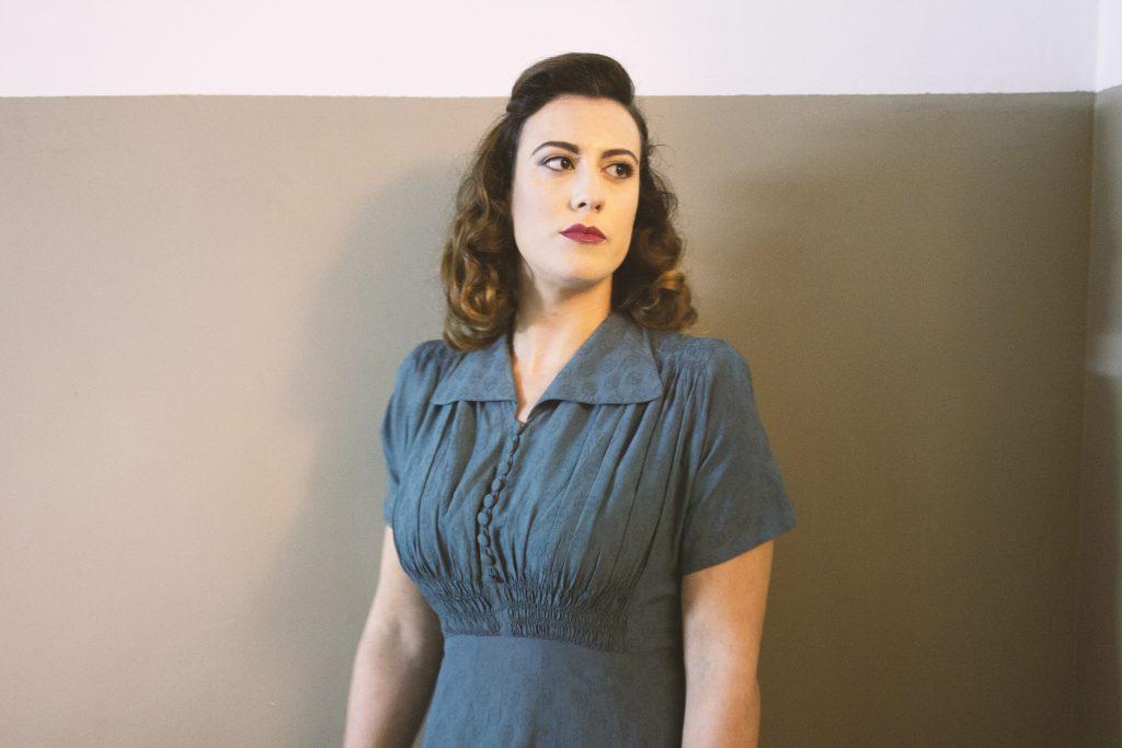 moda sotto le bombe teatro 1940s woman dress